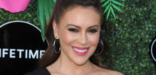 """Alyssa Milano Felt Like She """"Was Dying"""" While Ill With COVID-19."""