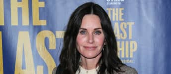 'Friends': Courtney Cox Shares Photo Of The Cast During Last Day Of Filming