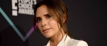Victoria Beckham, recipient of the 2018 Fashion Icon Award, poses in the press room during the People's Choice Awards 2018 at Barker Hangar on November 11, 2018 in Santa Monica, California