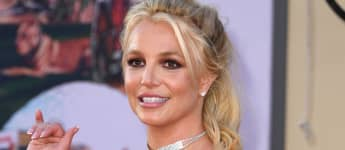 """Britney Spears Breaks Foot Bone While Dancing: See Her """"Stronger"""" Cast"""