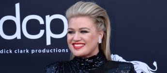 Kelly Clarkson Says She Was Shown Photos Of Naked Women As A Form of Body Shaming