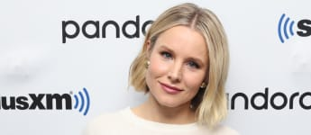 Kelly Clarkson surprised Kristen Bell with her old high school drama teacher on The Kelly Clarkson Show