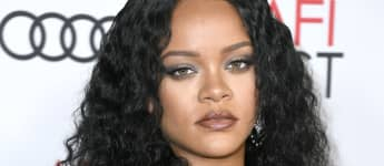 """Rihanna Apologizes After Song Choice Offends Muslim Community: """"I'm Incredibly Disheartened By This"""""""