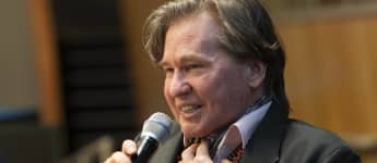 """Val Kilmer Says He Feels """"A Lot Better Than I Sound"""" After Throat Cancer Surgery."""