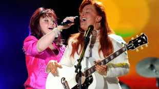 Wynonna and Naomi Judd performing at the 2009 CMA Music Festival