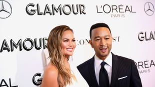 Chrissy Teigen Posts Baby Bump Pic On Twitter After Teasing Third Pregnancy In John Legend's Latest Music Video!