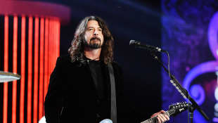 "Dave Grohl Talks Dealing With Grief Following Kurt Cobain's 1994 Suicide: ""Our Whole World Was Turned Upside Down"""