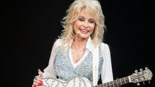 "Dolly Parton Honours Kenny Rogers With CMT Giants Performance Of ""Sweet Music Man"" - Watch Here"