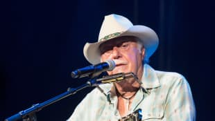 "Jerry Jeff Walker, ""Mr. Bojangles"" Country Singer, Dies Age 78"