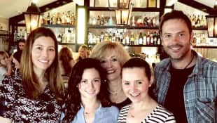 Barry Watson with his former 7th Heaven co-stars Jessica Biel, Mackenzie Rosman, Catherine Hicks and Beverley Mitchell