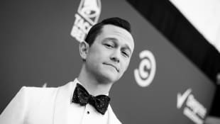 Joseph Gordon-Levitt Says He Dances Everyday With His Two Sons While They Isolate!