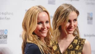 """Maude Apatow And Mom Leslie Mann Enjoy A Mother-Daughter Date Skating: """"My Mom Is A Lot Better"""""""