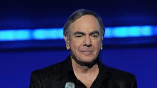 "Neil Diamond Sings ""Sweet Caroline"" With Social Distancing Friendly Rewrite - Watch Here!"