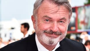 "Sam Neill Covers ""Uptown Funk"" By Bruno Mars On Ukulele - Watch It Here!"