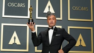 Taika Waititi Caught Stashing Oscar Award Under His Seat