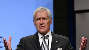 Alex Trebek at the 2018 NAB broadcasting dinner.