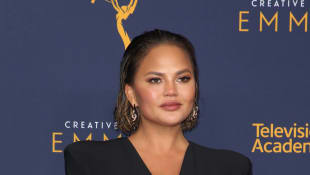 Chrissy Teigen Back On Social Media Tragic Miscarriage