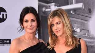 'Friend's' Jennifer Aniston and Courteney Cox Post Sad COVID Photo Of Friend To Warn About Masks.