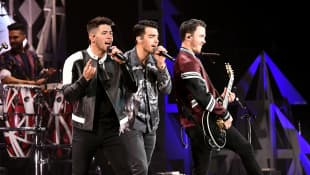 "Jonas Brothers release first single and video of 2020 called ""What a Man Gotta Do"""