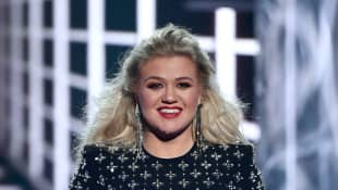 Kelly Clarkson hosts the 2019 Billboard Music Awards at MGM Grand Garden Arena on May 1, 2019