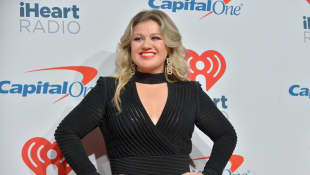 """Kelly Clarkson Releases Powerful New Love Song To The World """"I Dare You"""" - Listen Here"""