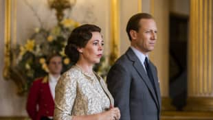 Olivia Colman and Tobias Menzies as Quen Elizabeth II and Prince Philip in The Crown.