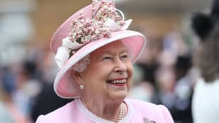 "Queen Elizabeth II Thanks News Media For ""Vital"" Role In COVID-19 Pandemic"