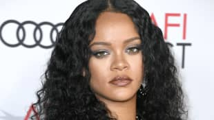 "Rihanna Apologizes After Song Choice Offends Muslim Community: ""I'm Incredibly Disheartened By This"""