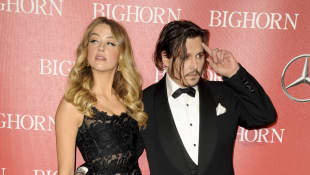 """Sia Supports Johnny Depp During Amber Heard Court Fight """"He's Clearly The Victim"""""""