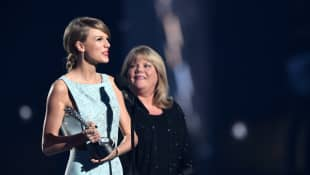 Taylor Swift and her mother Andrea