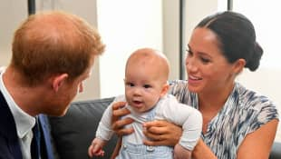 "This is the reason Harry and Meghan left baby Archie in Canada during their ""farewell tour"""