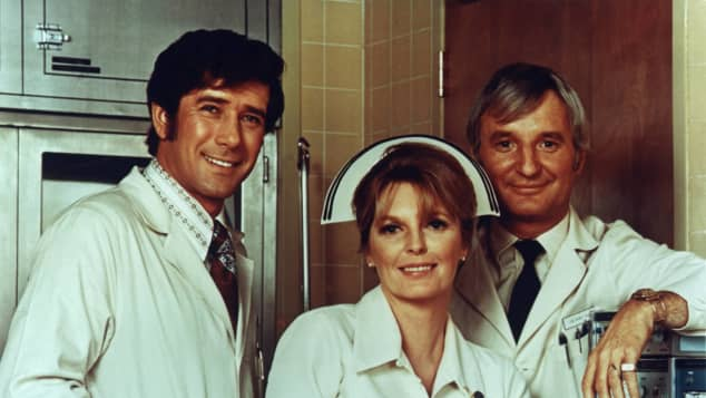 "Robert Fuller, Julie London und Bobby Troup in ""Notruf California"" 1972"