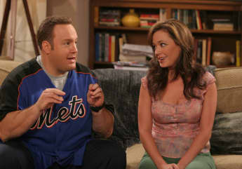 """Kevin James and Leah Remini in The King of """"Queens"""