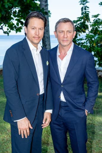 Shatterhand director Cary Joji Fukunaga with his protagonist Daniel Craig at the launch event for Bond 25 in Jamaica.