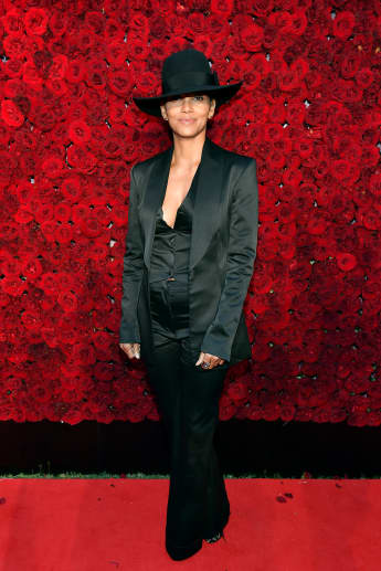 Halle Berry shows off amazing six pack abs in new picture on Instagram