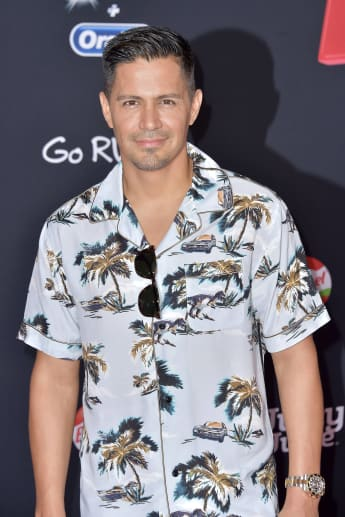"Jay Hernandez is the new ""Thomas Magnum"" in CBS' Magnum P.I.."