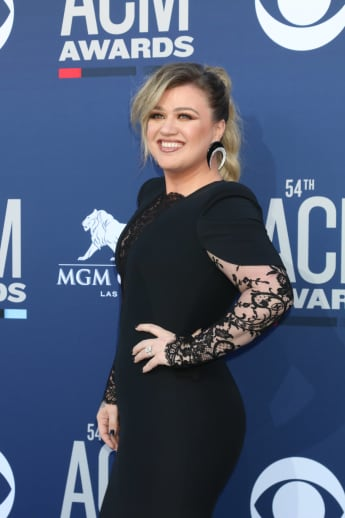 """Kelly Clarkson Seen In L.A. After Filing For Divorce: """"She Seems To Be Doing OK."""""""