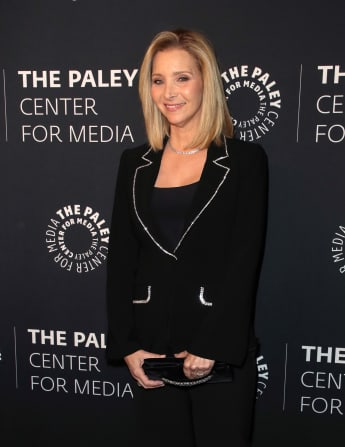 "Lisa Kudrow Shares What Her 'Friends' Character, ""Phoebe Buffay"", Would Be Doing In Quarantine"