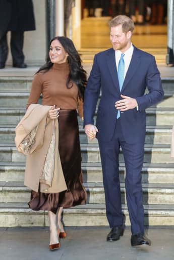 """Duchess Meghan leaves for Canada as Prince Harry will follow her """"as soon as possible"""""""