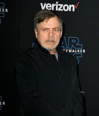 "Star Wars Mark Hamill Surprises A Nurse And Gifts Her A Lightsaber: ""You're The Real-Life Hero"""