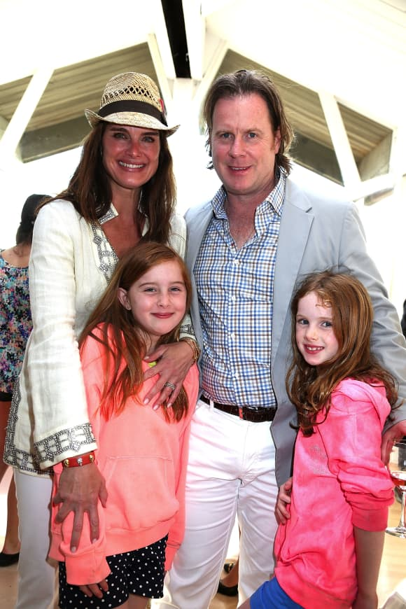 Brooke Shields and Chris Henchy with their two daughters