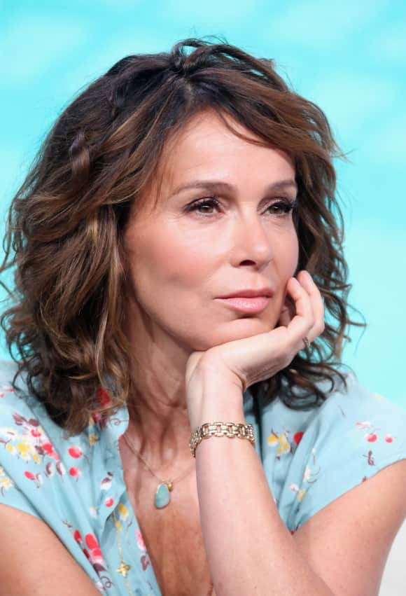 "Jennifer Grey stars on ""Red Oaks"""