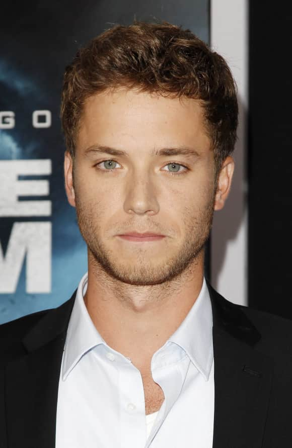"""Jeremy Sumpter is no """"Peter Pan"""" anymore"""