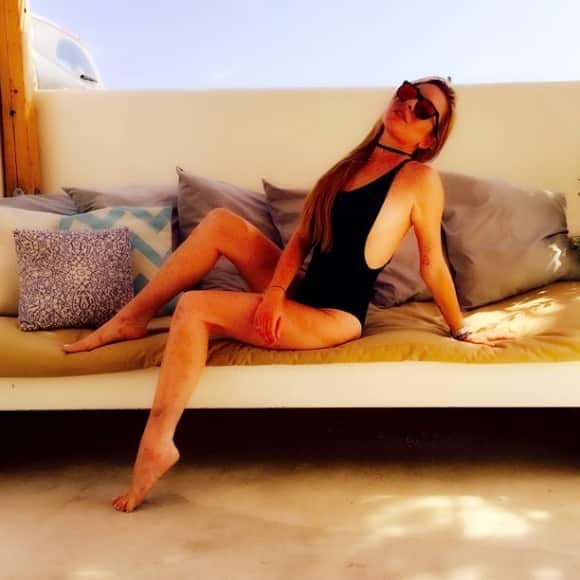 Lindsay Lohan shows off her body in her swimsuit