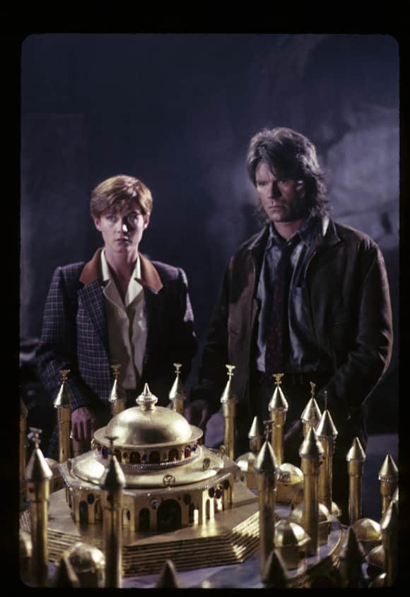 "Richard Dean Anderson and Lise Cutter in ""MacGyver"""