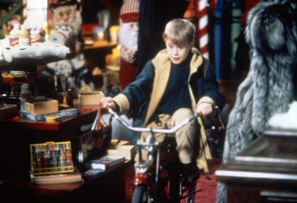 "Macaulay Culkin in ""Home Alone 2: Lost in New York"""