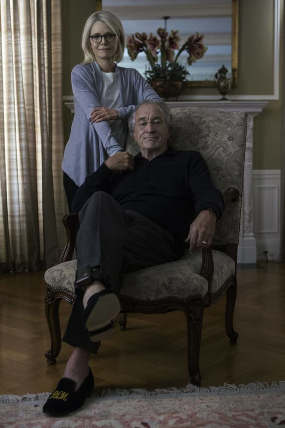 Robert De Niro and Michelle Pfeiffer in 'The Wizard of Lies'