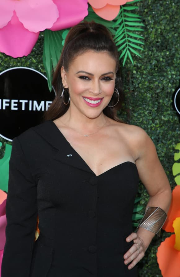 "Alyssa Milano Felt Like She ""Was Dying"" While Ill With COVID-19."