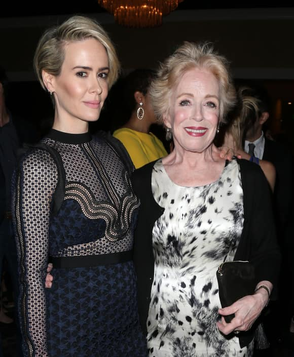 Sarah Paulson und Holland Taylor bei den Television Critics Association Awards 2016 in Los Angeles